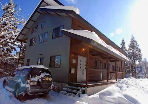 Bears Den Mountain Lodge, Hakuba