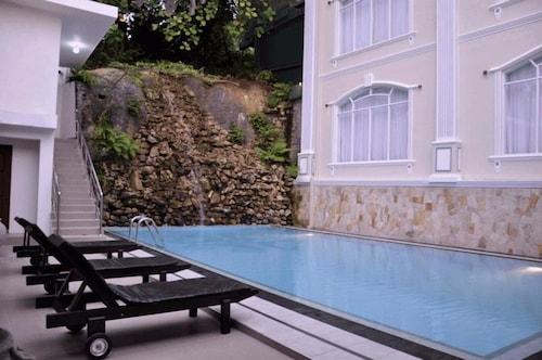 Centauria Hill Resort, Ratnapura