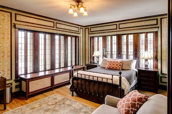 Lang House Bed & Breakfast