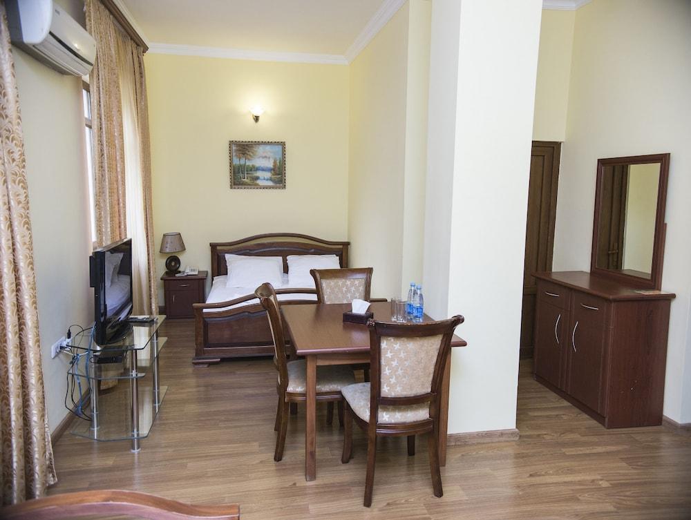 Capital Hotel,
