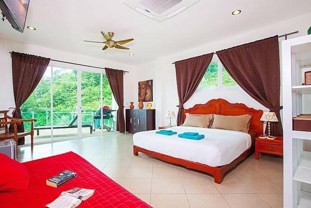 https://i.travelapi.com/hotels/19000000/18520000/18518100/18518080/5353863e_z.jpg
