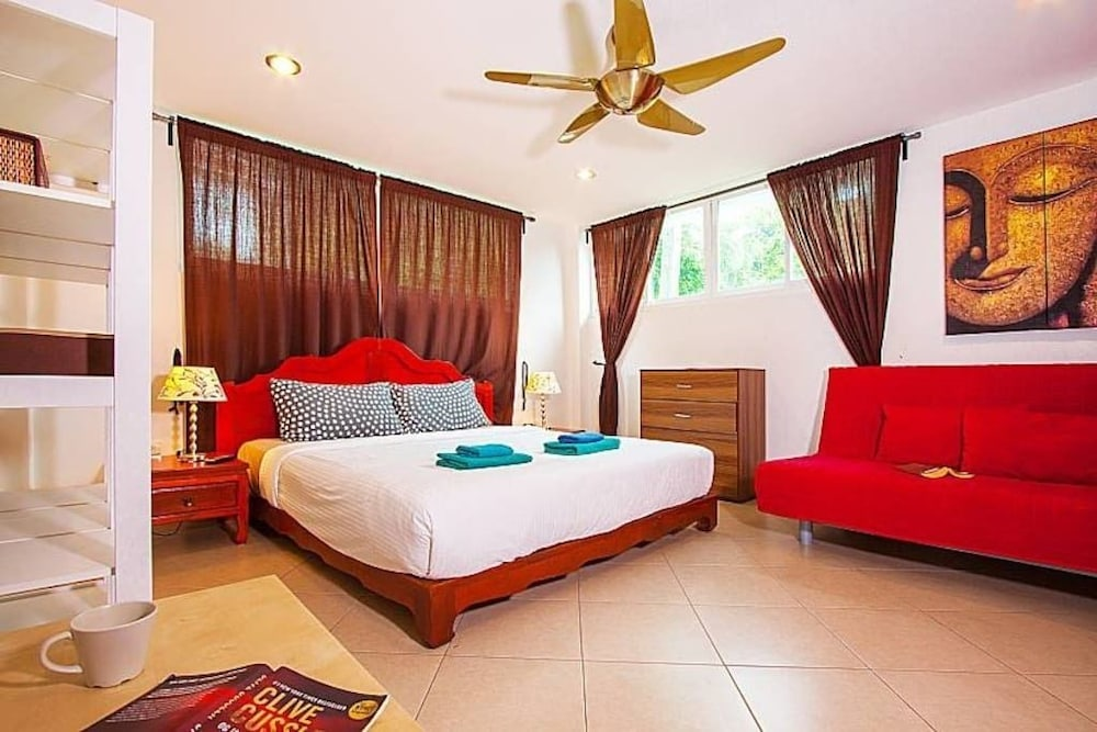 https://i.travelapi.com/hotels/19000000/18520000/18518100/18518080/d26a68ee_z.jpg