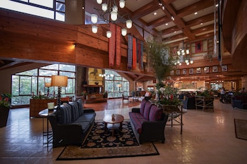 THE FOREST LODGE AT CAMP JOHN HAY Lobby