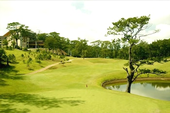 THE FOREST LODGE AT CAMP JOHN HAY Golf