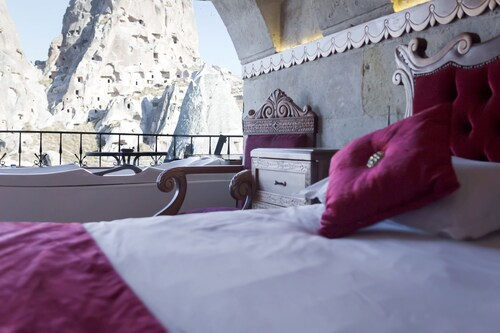 Hermes Cave Hotel, Merkez