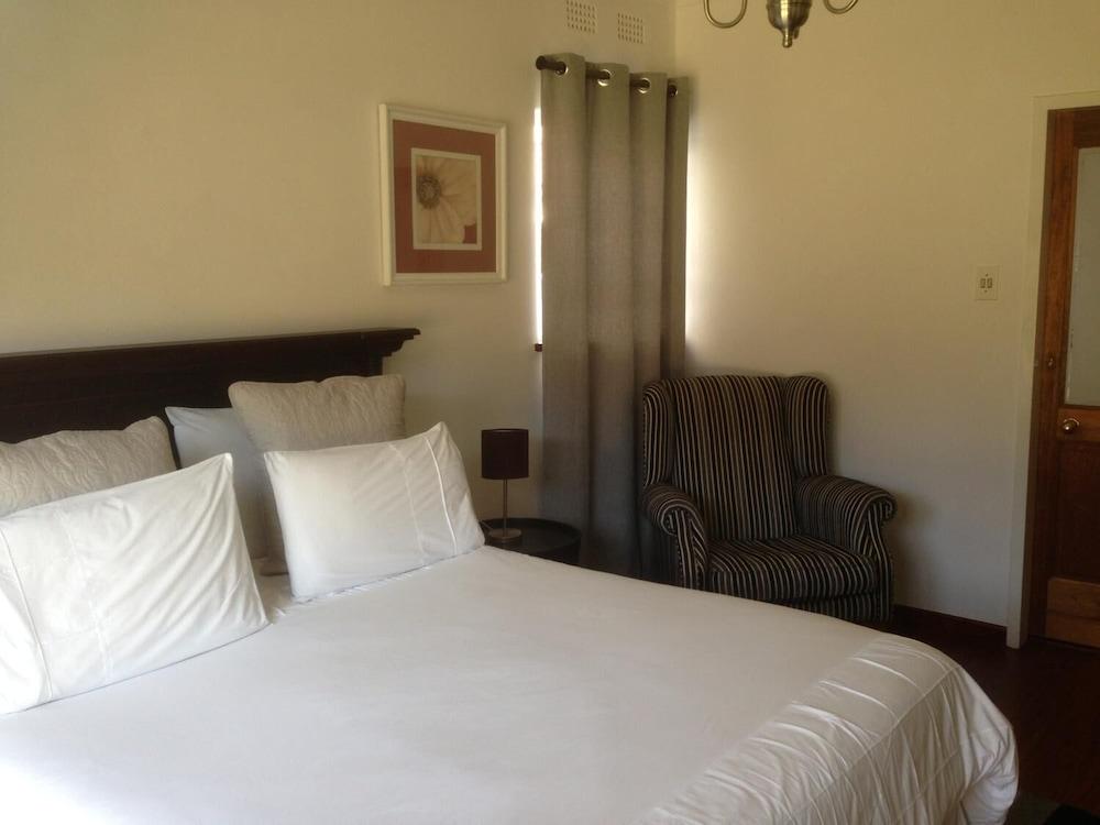 https://i.travelapi.com/hotels/19000000/18560000/18552000/18551993/fa8b7c22_z.jpg