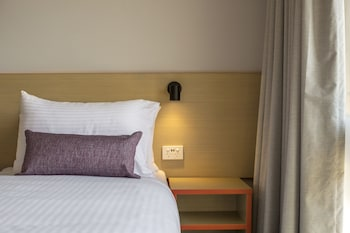Guestroom at Hume Hotel in Yagoona