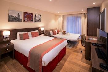 Deluxe Studio, 1 Queen Bed with Sofa bed