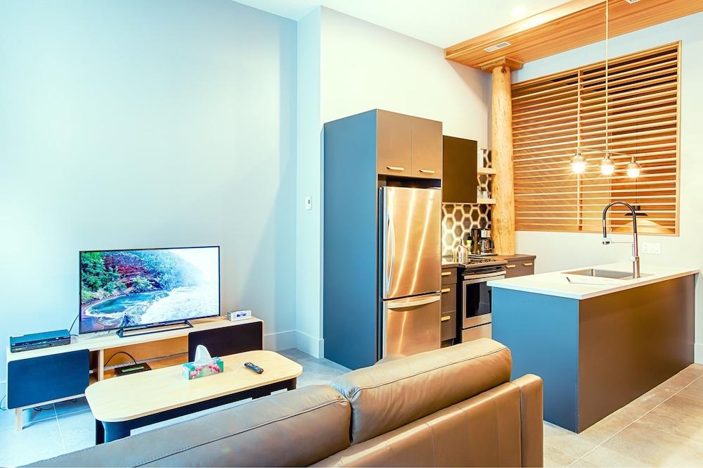 https://i.travelapi.com/hotels/19000000/18580000/18576000/18575955/001436d4_z.jpg