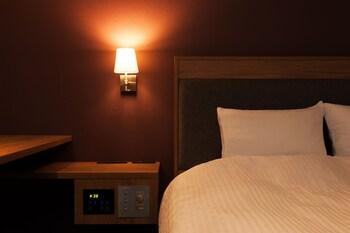 エコノミー ダブルルーム クイーンベッド 1 台 喫煙可 15㎡ ホテル ザ・グランコート津西