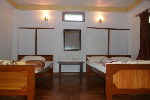 Forest Hideaway Hotel & Cottage, Bheri