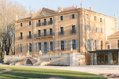 . Château de Fonscolombe
