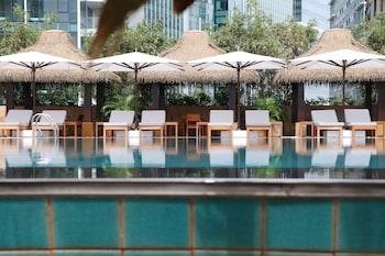 GRAND HYATT MANILA Pool