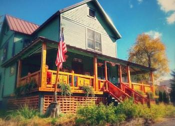 Paradox Lodge & Cedar Lodge