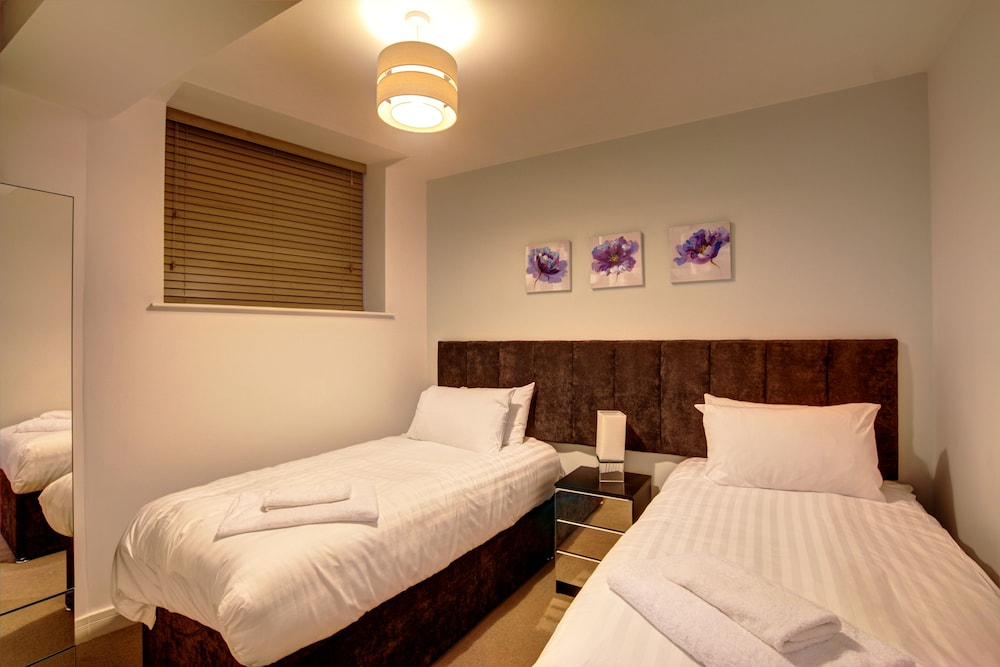 Piccadilly Suites, Manchester