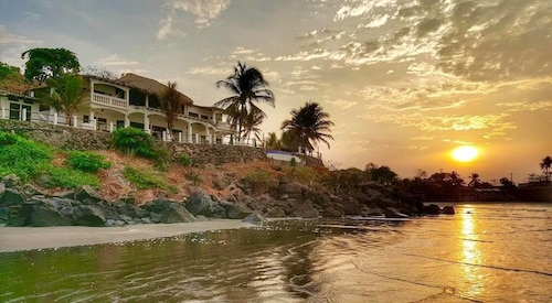 . Vista Las Olas Surf Resort