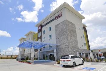 貝斯特韋斯特普拉斯帕莎蒂娜套房飯店 Best Western Plus Pasadena Inn and Suites