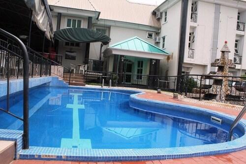 Vicmike Villa, Amuwo Odofin