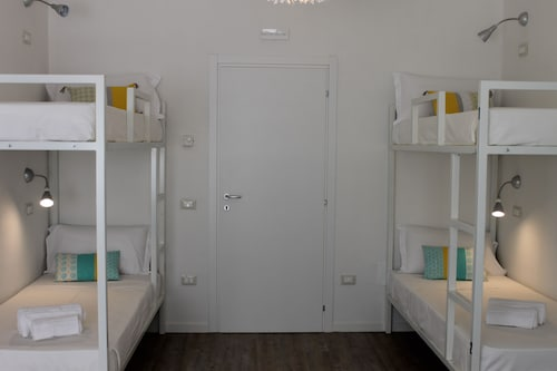Lake Garda Beach Hostel, Brescia