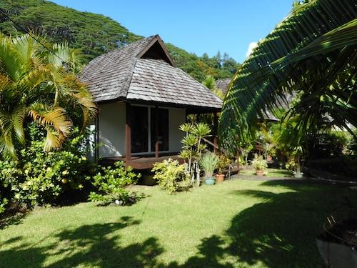 Pueu Village