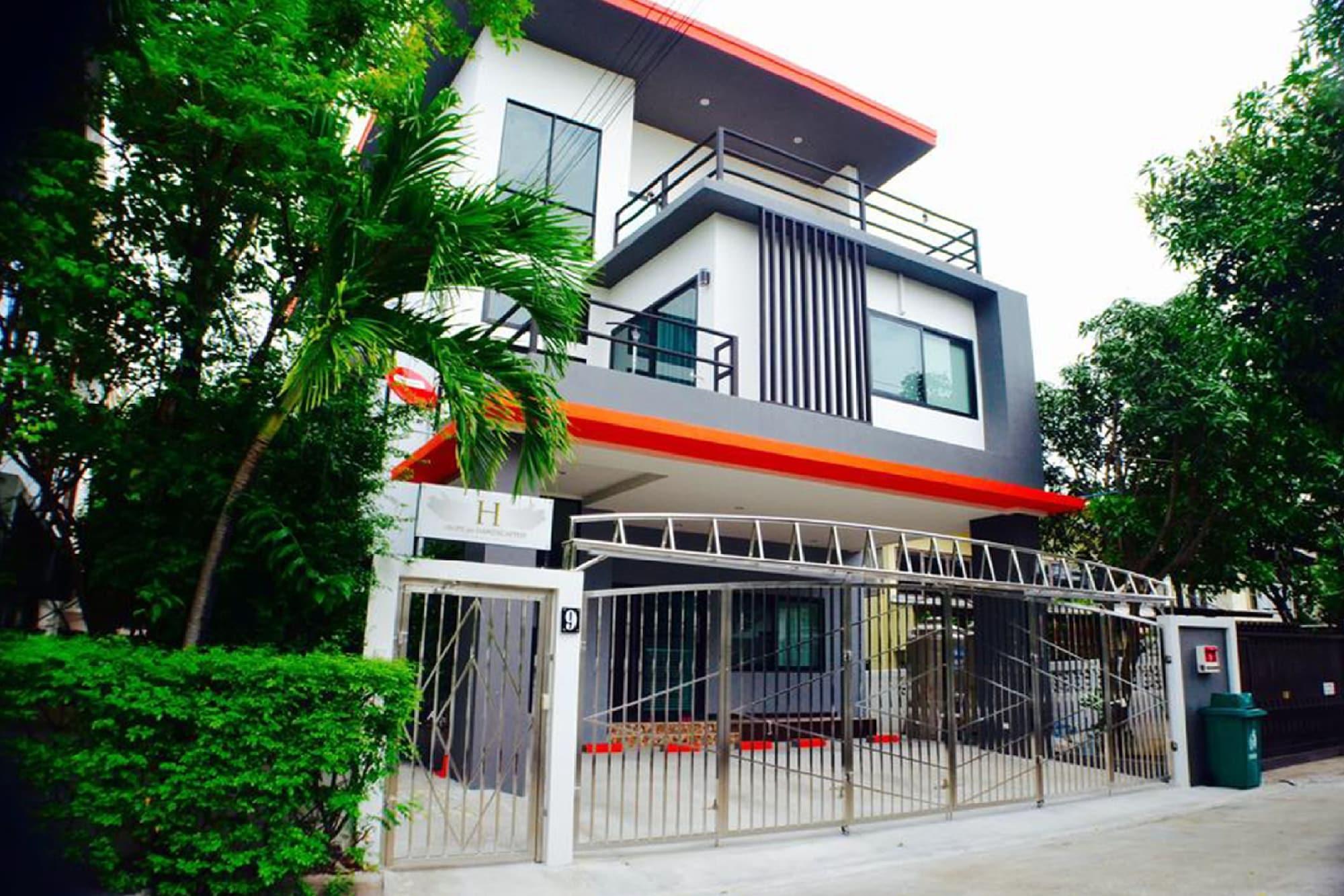 4 Bedroom House @Skytrain, Bang Na