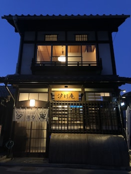 MIYAJIMA TRADITIONAL GUESTHOUSE & CULTURES SHIOMACHIAN Featured Image