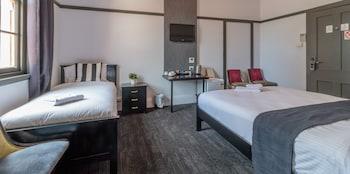 Guestroom at Royal Hotel Ryde in Ryde