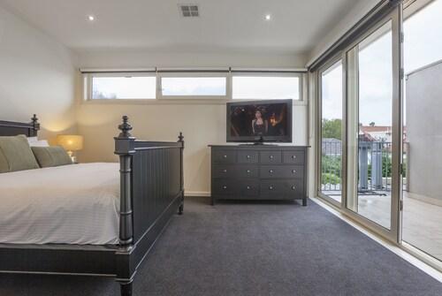 Boutique Stays - Elwood Hideaway, Port Phillip - St Kilda
