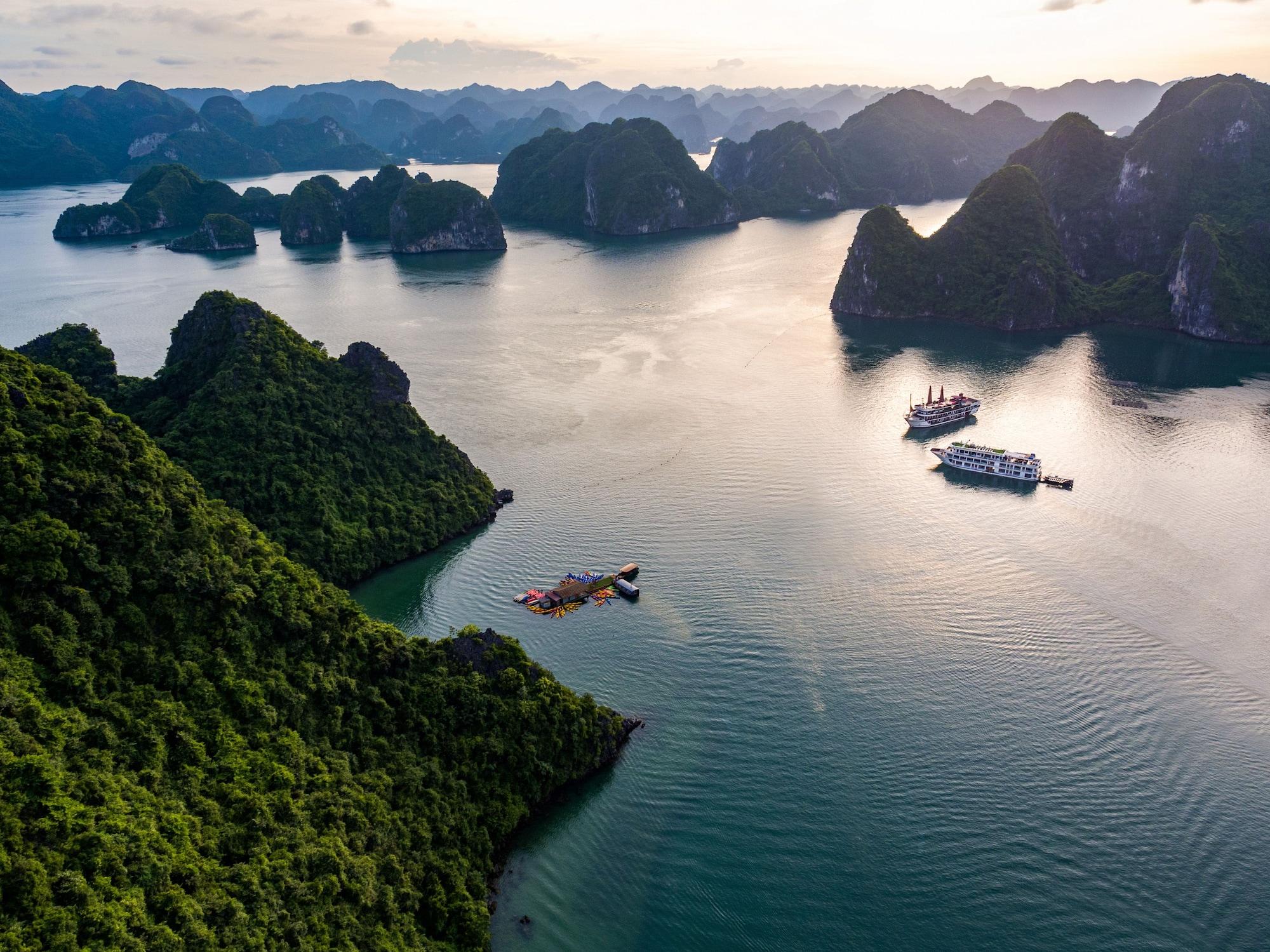 Alisa Premier Cruise, Hạ Long