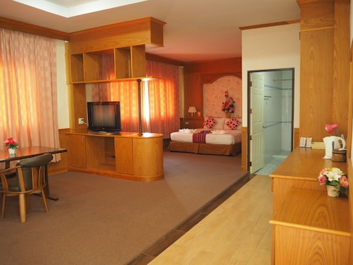 . Chaiyaphum Park Hotel
