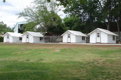 Mariposa Fair Bungalow Tent Cabins - Caravan Park, Mariposa