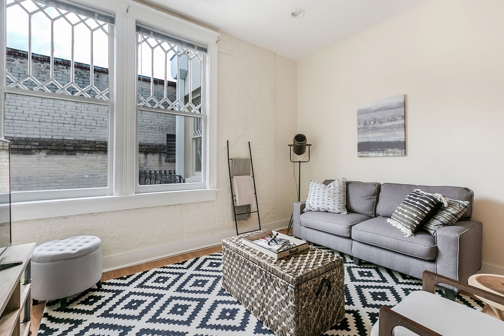 Chic 1BR Arts/Warehouse District Suites by Sonder