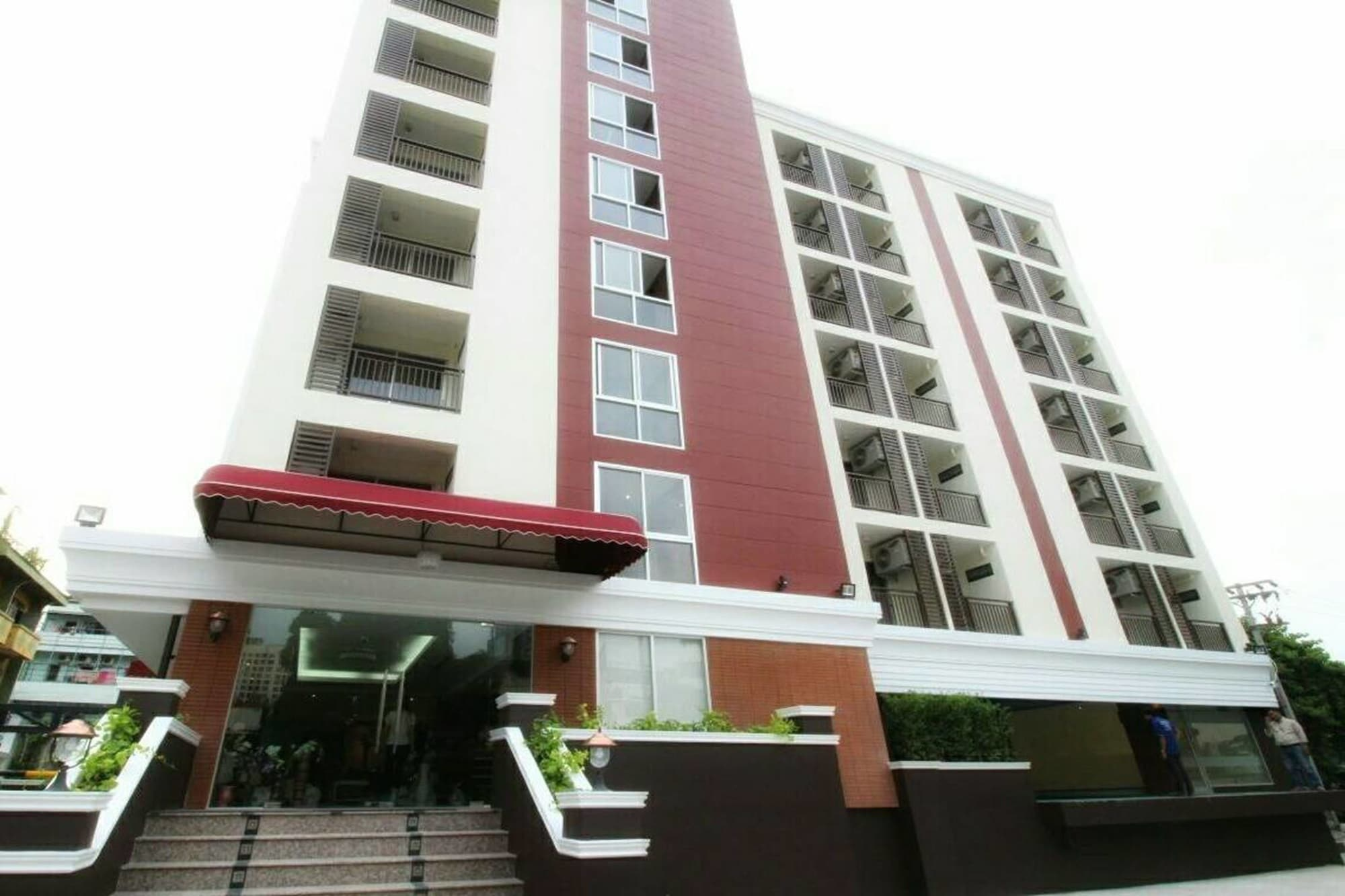 Leelawadee Modern Resort Huaykwang, Din Dang