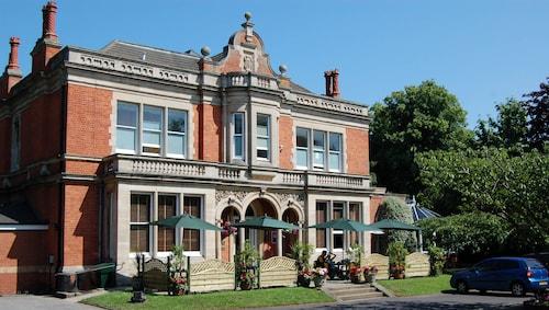 . Millfields hotel