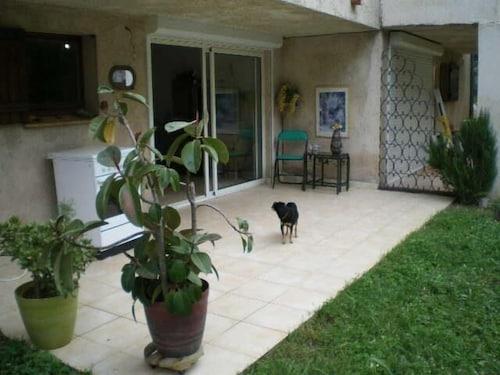 . Studio rez-de-jardin Le Pin