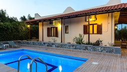 Gorgeous Villa With Pool & Gardens