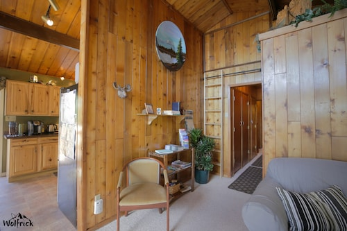 Jewel Lake Bed and Breakfast, Anchorage