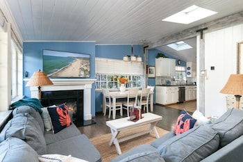 Ventura Beach Oasis by RedAwning