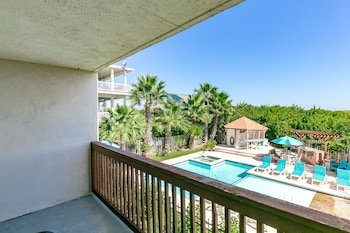 407 Beach Ave Condo Unit 123 by RedAwning