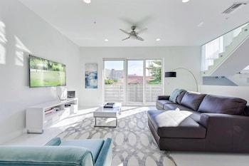 1315 North Ocean Blvd Townhouse by RedAwning