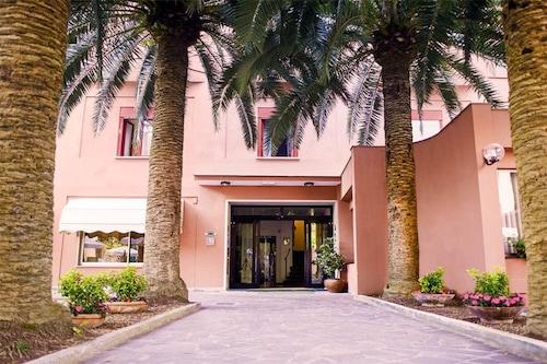 __{offers.Best_flights}__ Hotel Palme