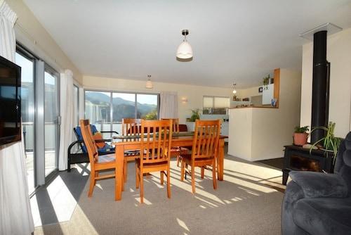 Baldwin Street Retreat, Dunedin
