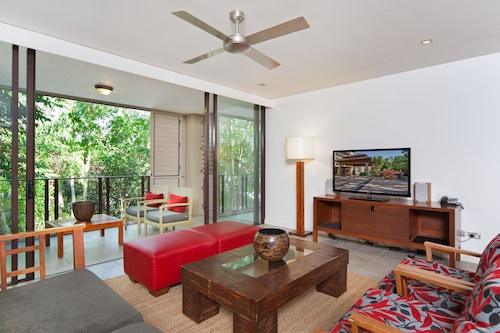 Private Sea Temple Apartment 213, Cairns - Northern Suburbs