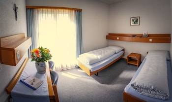 Basic Double or Twin Room, 2 Twin Beds