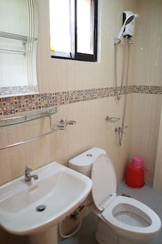 RELUCIO INN Bathroom