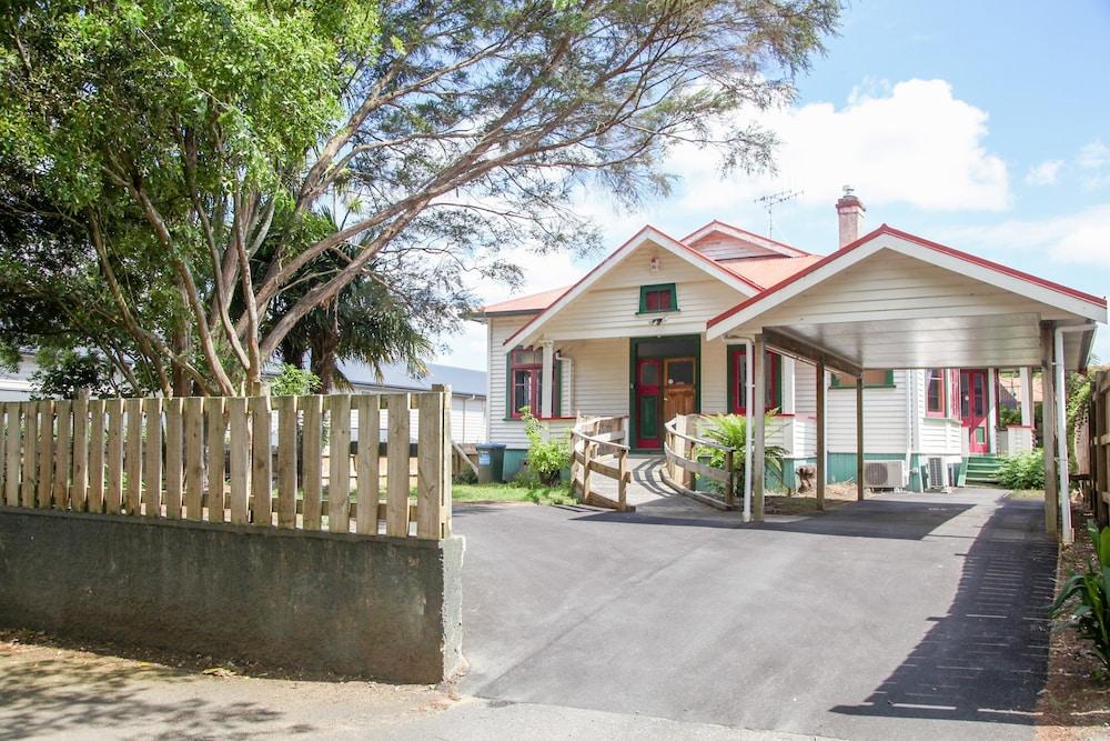 Villa on Wellington St