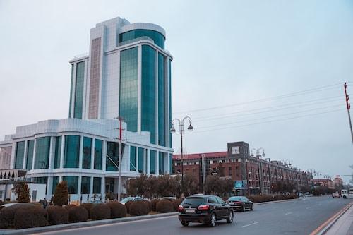 . Sumgayit Plaza Hotel