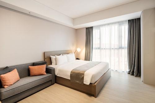 Golden Tulip Incheon Airport Hotel & Suites, Jung