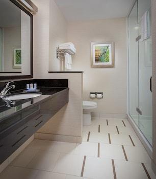 Guestroom at Fairfield Inn & Suites by Marriott North Bergen in North Bergen