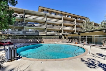 Palo Alto Place #208 - 1 Br apts by RedAwning
